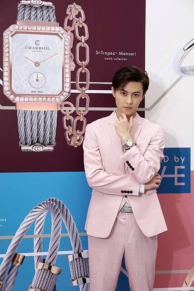 圖22_王子(邱勝翊)配戴Alexander C錶款系列錶款與PONT D'AMOUR系列手環