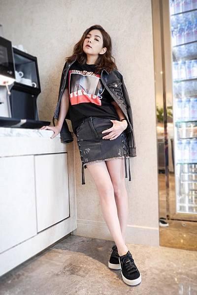 Ella(陳嘉樺)穿著Zayn X Versus聯名系列_2
