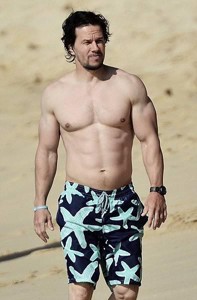 Vilebrequin-螢光海星泳褲$9,500-馬克華格柏Mark Wahlberg