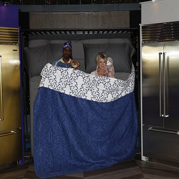 美國最會賺主婦瑪莎史都華與饒舌天王史努比狗狗共同主持《瑪莎與史努比的晚餐趴》