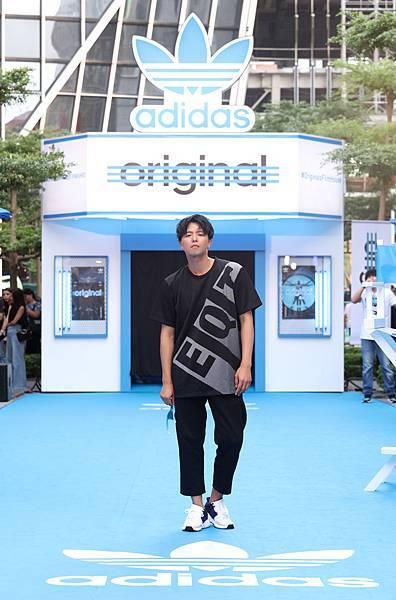 黃鴻升出席adidas Originals Film House 三片葉巡迴電影院開幕,穿著全新EQT服裝系列與鞋款