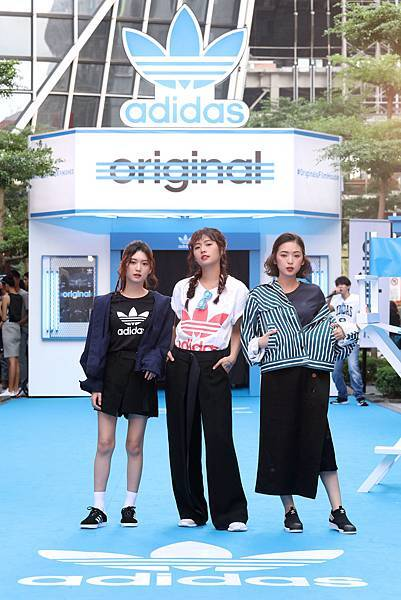 (左起)簡廷倪、簡廷芮、簡愷蒂出席adidas Originals Film House 三片葉巡迴電影院開幕,穿著全新EQT服裝系列與鞋款