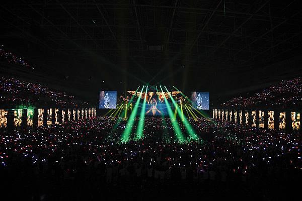 台灣賓士冠名贊助讓陪伴華語樂壇 20 年的 aMEI 能以最極致的硬體設備,伴著無數經典金曲,於舞台上喚醒歌迷們 20 年的音樂回憶