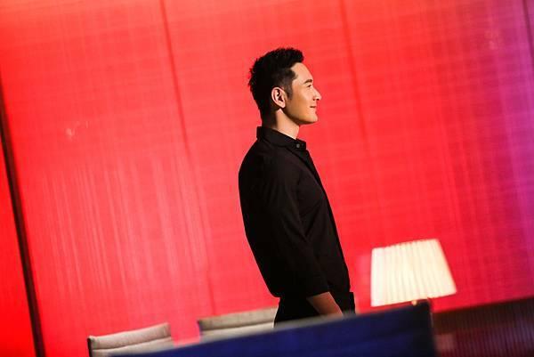 黃曉明、劉亦菲為天梭表再度聯手演繹當年楊過與小龍女的浪漫時刻.