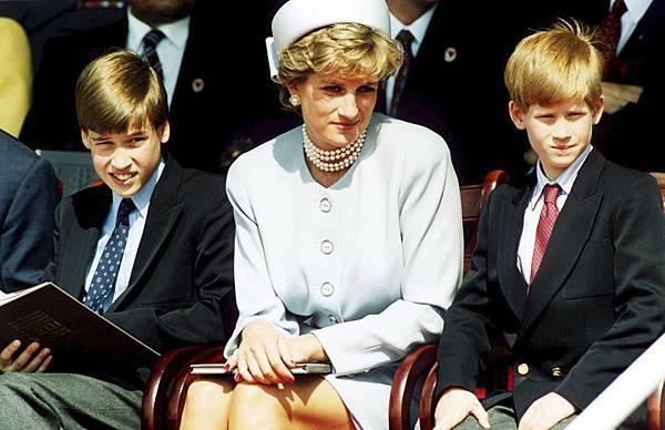 黛安娜王妃與威廉王子、哈利王子