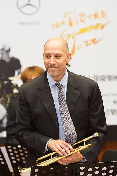 曾獲得葛萊美獎提名的知名小號手—麥可.摩斯曼(Michael Philip Mossman)為夏日爵士音樂會所量身打造專屬曲目
