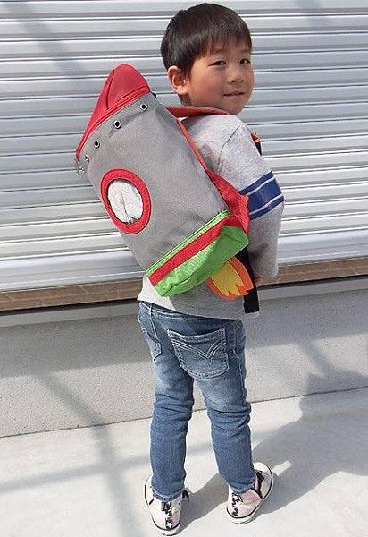 【新聞附件6】TURN OVER兒童火箭背包