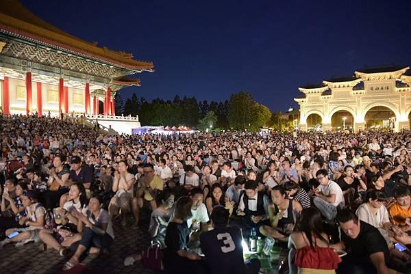 2017年兩廳院夏日爵士戶外派對再次吸引數以萬計的觀眾熱情參與