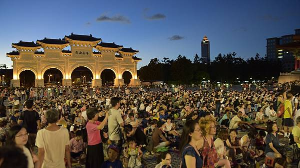 爵士樂迷熱情參與兩廳院夏日爵士派對,擠滿整個自由廣場與兩廳院空間