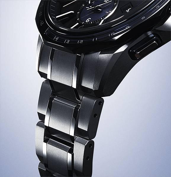 錶帶經碳化鈦(Tic)硬化處理搭配手工職人的Zaratsu 超鏡面拋光技術