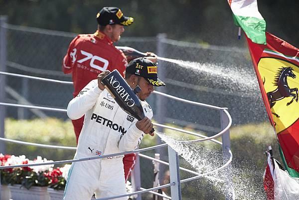 Lewis Hamilton於Scuderia Ferrari車隊主場順利稱霸
