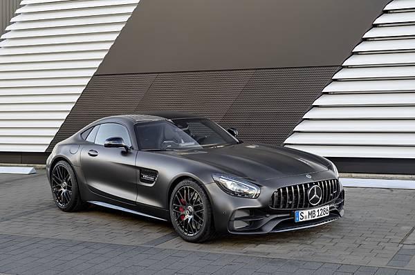 AMG GT C Edition 50不僅擁有專屬的消光車漆,更擁有源自AMG GT R的空氣力學設計