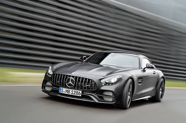 AMG GT C Edition 50搭載 4.0L V8雙渦輪增壓引擎557hp輸出,0-100kmh加速僅3.7秒,極速上看317kmh,僅引進四台,預購從速