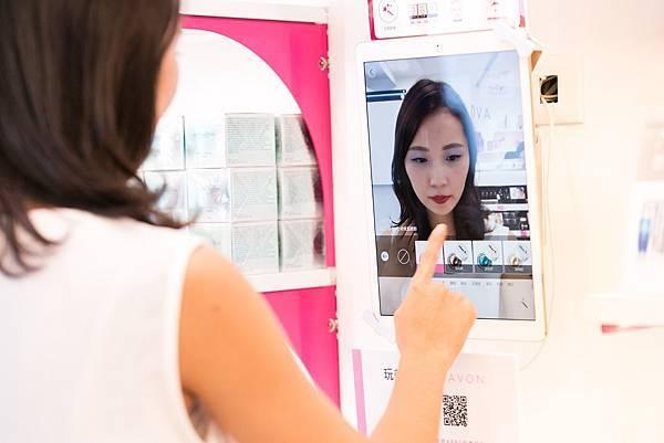 「AR虛擬試妝APP」讓女性不需卸妝,即可在0.1秒內立即體驗秋冬最潮的妝容!_01