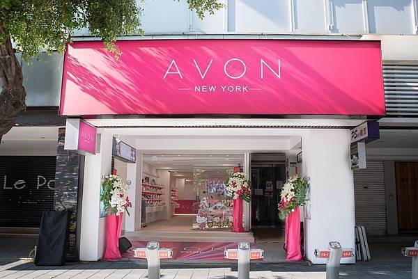 擁有充裕空間和寬敞動線的【AVON探索美麗體驗店】,要讓所有女人們享受從內到外最完整的美麗體驗,以及時下最流行的美妝資訊!_01
