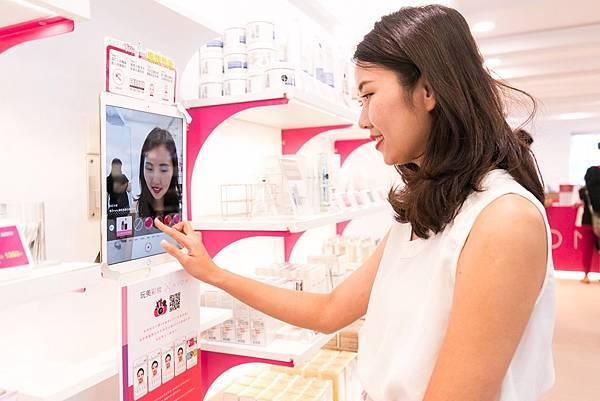 「AR虛擬試妝APP」讓女性不需卸妝,即可在0.1秒內立即體驗秋冬最潮的妝容!_02