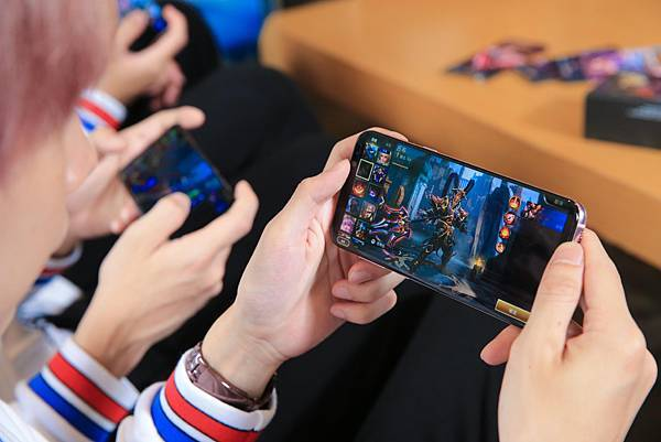 Galaxy S8+與Galaxy Note8「無邊際螢幕」設計放大手機娛樂視野