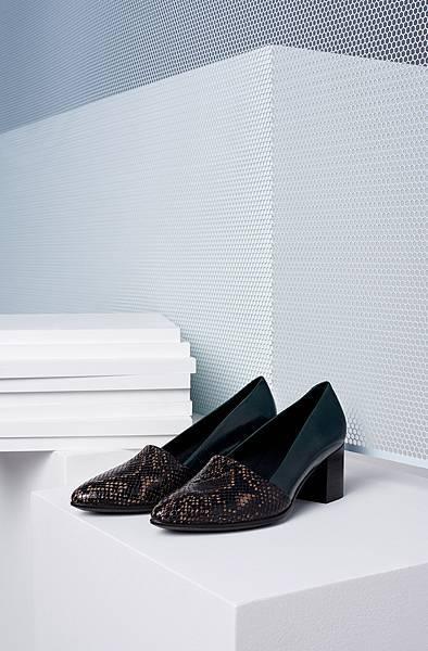 【訊息稿照片4】ECCO SHAPE 45 POINTY BLOCK 女鞋_原價$5,980 折扣後$5,083