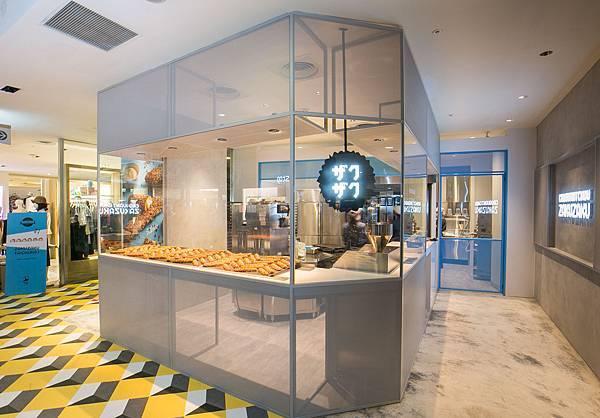 ZAKUZAKU台中店佔地約15坪,裝潢採用簡潔明亮的設計,打造低調時尚感(圖片提供-ZAKUZAKU)
