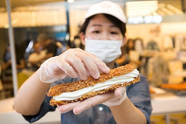 ZAKUZAKU棒棒泡芙今(15)日於台中新光三越開出台灣第二家分店,並推出台中獨家限量萌雪棒棒泡芙(圖片提供-ZAKUZAKU)