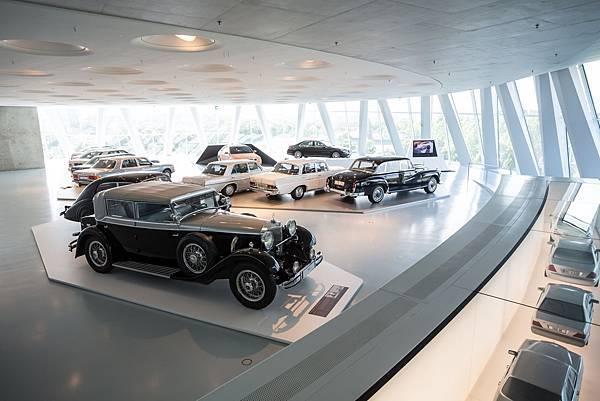 歷經百年發展,S-Class是當前全球車壇中最具知名度、最成功的豪華旗艦代表,不僅改寫人類移動歷史,更締造全新移動奢華指標