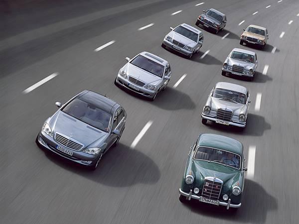 從1972年啟用「S-Class」之名以來,45個年頭中S-Class已於全球累積近400萬銷售量,是全球最暢銷的豪華旗艦