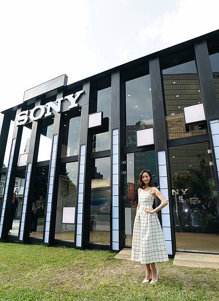 今 Sony Taiwan 於華山文創園區舉辦全亞洲獨家Sony Store 華山廳 開幕活動,身為耳機代言人的張鈞甯特別受邀出席揭幕