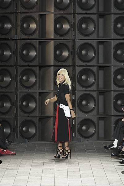 Versus Versace 2018 春夏倫敦秀_Donatella Versace謝幕照片