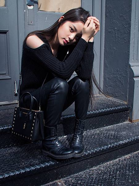 歐陽娜娜肩背Mercer方型小提包游走於紐約街頭 (7)