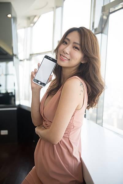 【新聞照5】imos螢幕保護貼完美打造曲面收邊、精準開孔,提供iPhone 8、iPhone 8 Plus使用者最佳手機配件選擇