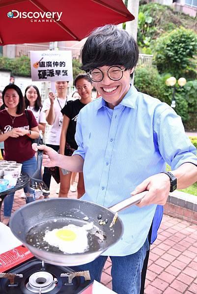 盧廣仲挑戰煎100顆蛋