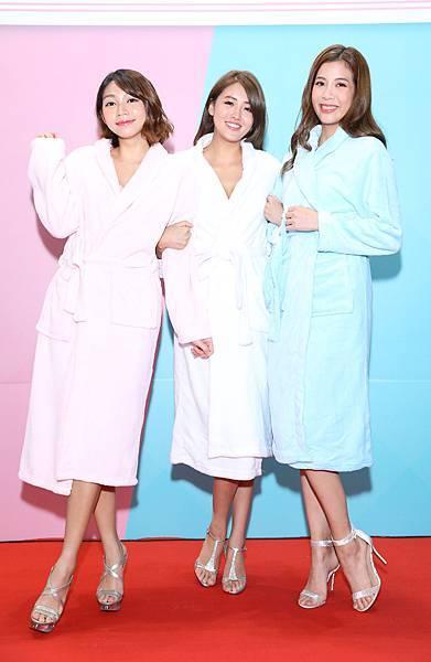 浴袍造型曾智希、賴琳恩、鄧絜文(伊林娛樂提供)3
