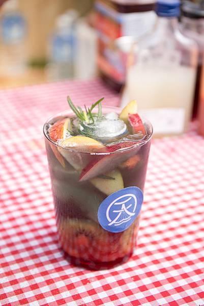 【新聞圖04】天泉溫泉水攜手百年茶品牌 首創「溫泉冷泡茶」