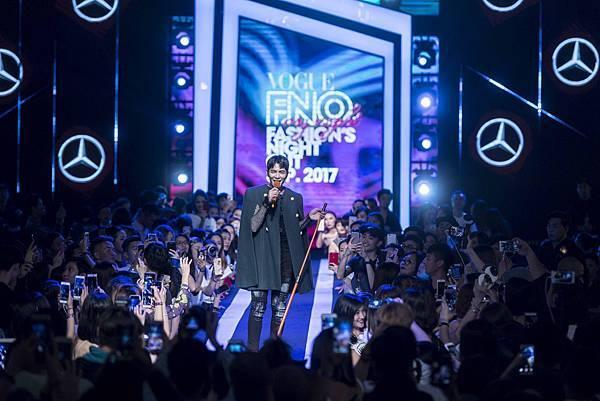天王蕭敬騰驚喜現身 FNO,擔任壓軸表演貴賓,掀起了第二波高潮,現場氣氛High至最高點