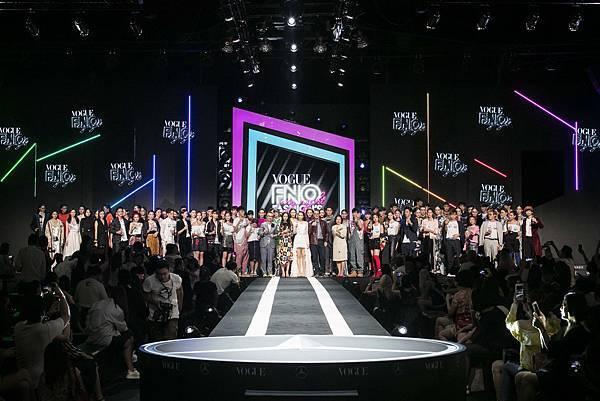 2017《Fashion's Night Out全球購物夜》以重金打造的炫目舞台和聲光效果震懾登場,呼應主題 My Night我的時尚夜