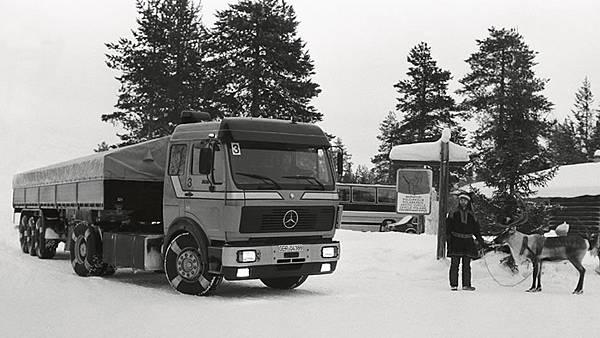 Daimler首開先例,於1981年將煞車防鎖死系统(ABS)應用於重車上,開啟重車安全發展的篇章
