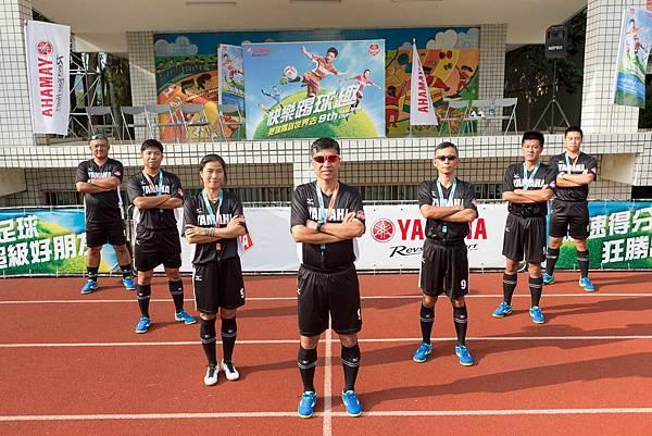 YAMAHA CUP校園巡迴由蔡尚明教練(中)帶領專業師資提倡快樂踢球趣