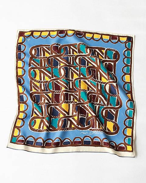 45R 水藍色編籠紋絲巾,NT$4,580。