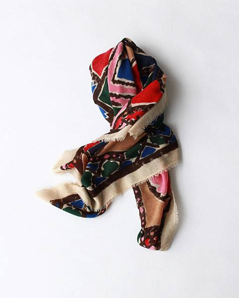 45R 粉色拼布印花方巾,NT$12,680。