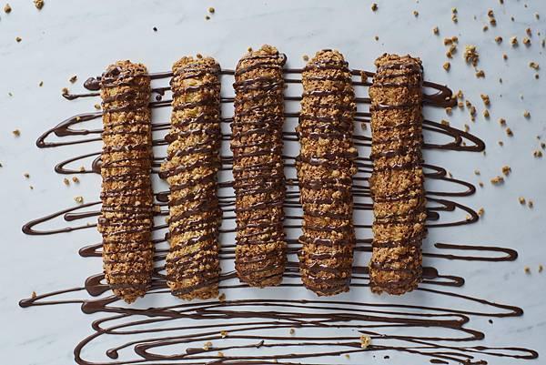 高雄限定新品-巧克力棒棒泡芙(圖片提供-ZAKUZAKU)