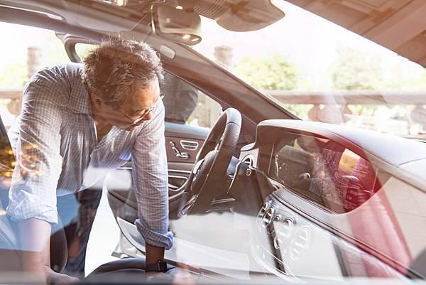 Mercedes-Benz精湛造車工藝享譽全球,以打造頂級、奢華、舒適且具有品味的車款為己任,為最頂級迎賓規格的首選