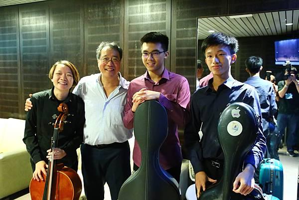 台灣賓士以「Mercedes-Benz星盛事」之名共同提供三名國內年輕音樂家親臨馬友友大師班現場旁聽習藝,更將國際水準的高質感的表演藝術在台灣呈現
