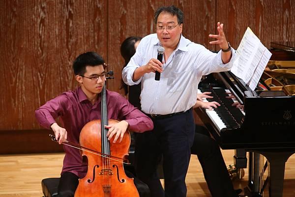 睽違13年,國際知名大提琴演奏家馬友友在台舉辦大師班,讓年輕音樂家能體驗近距離與大師習藝的難得機會