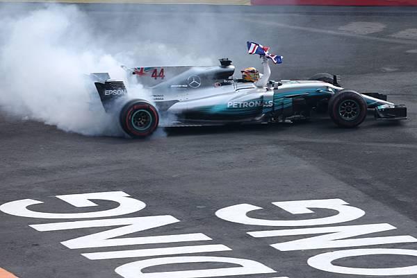 雖然沒有順利站上頒獎台,Lewis Hamilton 仍提前封王,穩佔年度車手冠軍