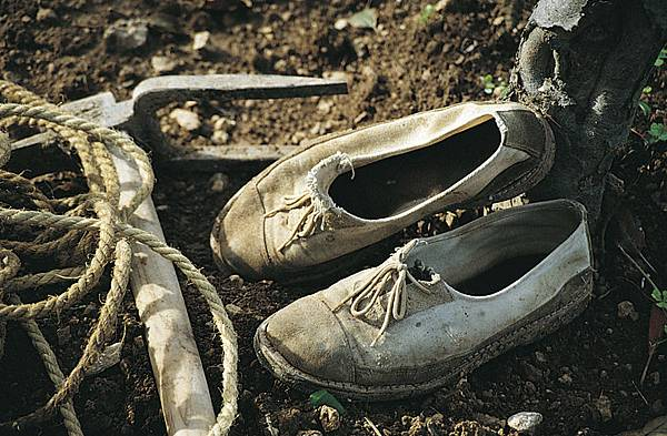 由卡車磨破的輪胎和馬車上的帆布,以麻線手工縫製而成,這就是在Mallorca(馬由卡島)人們的標誌鞋。