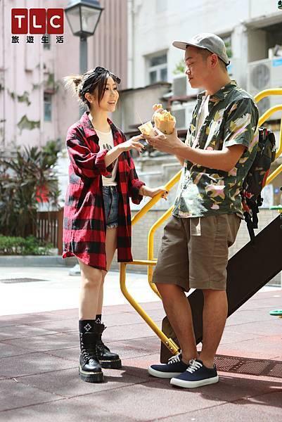 鄧紫棋與Soac分享香港小吃 魚蛋、雞蛋仔