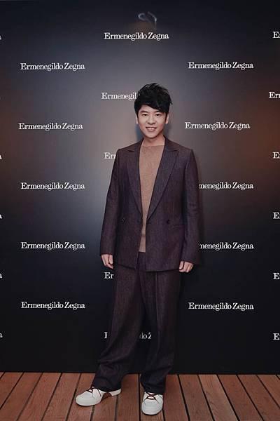 3.香港歌手許廷鏗穿著Ermenegildo Zegna Couture 2017秋冬系列