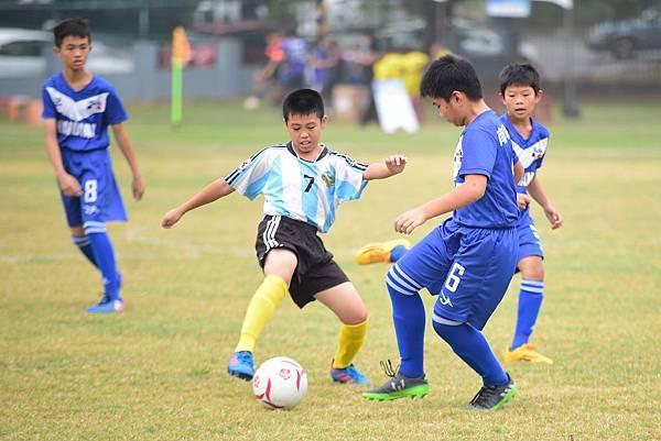雲林成龍國小(淺)全校愛踢球成一大特色