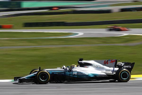 Mercedes-AMG Petronas Motorsport車隊的Lewis Hamilton雖因意外造成車輛損毀而需從維修區起跑,但仍以拼鬥不懈精神拿下第四名