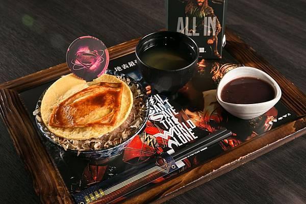 超人「豪氣漢堡排丼」顛覆傳統煎法,使用日式大阪燒的炙火燒烤,中西合併、值得一試 (照片提供:杰立餐飲)